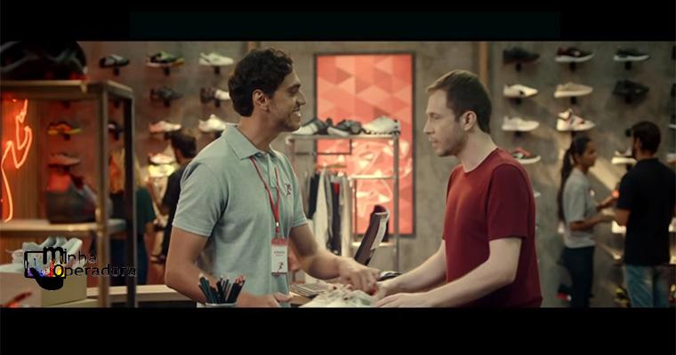 Tiago Leifert divulga Claro Troca no novo comercial da operadora