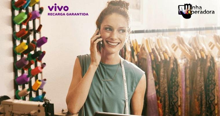 Seguro da Vivo garante recarga no celular de R$ 210 por um ano