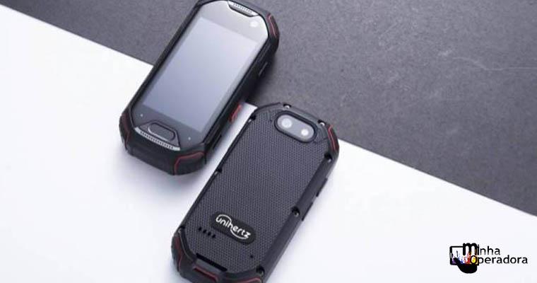 Celular minúsculo terá recursos de smartphone top de linha