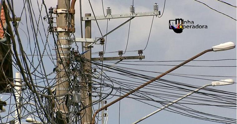 Operadoras começam a corrigir fiação em postes de SP