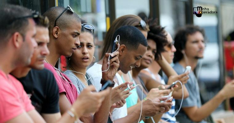 Cuba começa somente agora a lançar internet móvel à população