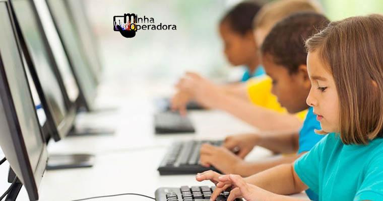 Internet nas escolas públicas é de 2Mbps, nas privadas, 50Mbps