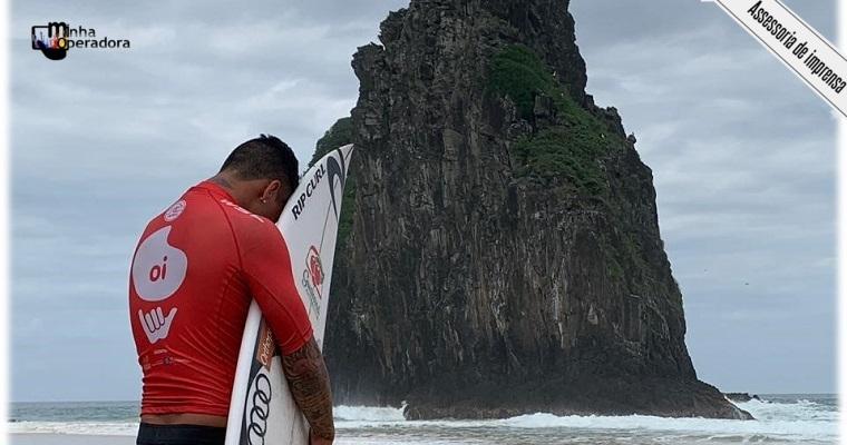 Oi faz campanha para mobilizar a torcida para surfistas em Noronha