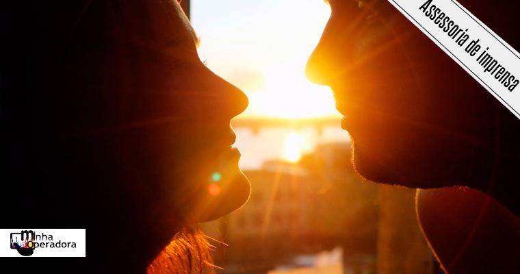 SKY Play seleciona filmes especiais para comemorar o Dia do Beijo