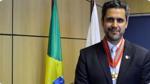 Presidente da Anatel recebe a Ordem do Mérito Naval
