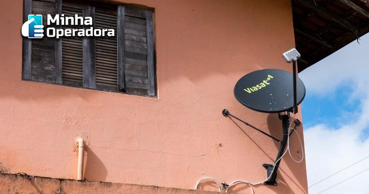 Antena da ViaSat instalada.