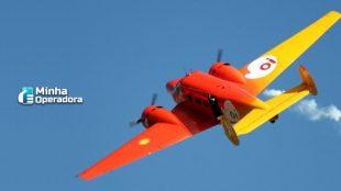avião com a logomarca da Oi