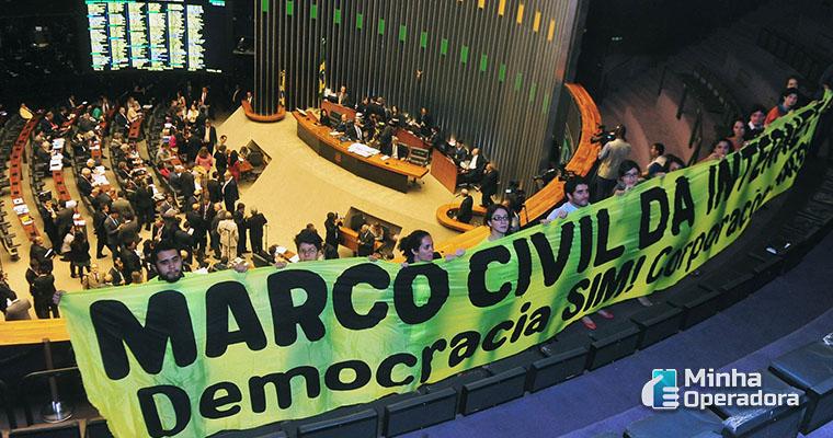 Protesto pelo Marco Civil da Internet. Imagem: Wikipedia