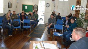 Cidade gaúcha cobra das operadoras a organização em postes