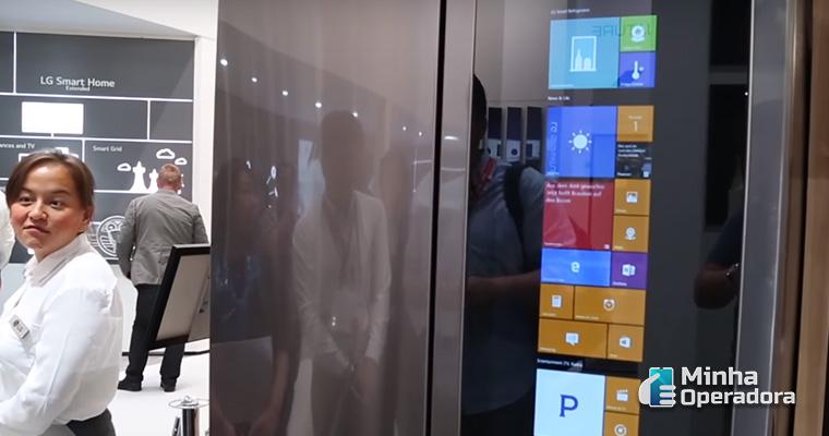 Geladeira da LG com Windows. Imagem: CNET
