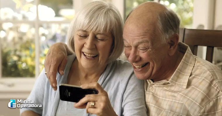 Idosos no smartphone
