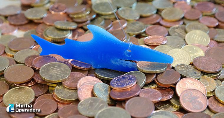 Ilustração tubarão com dinheiro