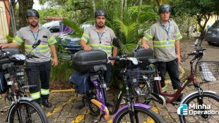 Técnicos da Vivo utilizam bicicletas para visitar clientes