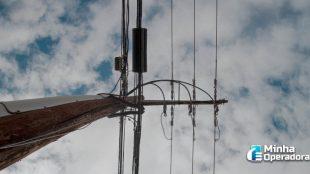 Prefeitura pretende multar operadoras por bagunça de fios em postes