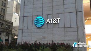 Receita da AT&T cai 6%