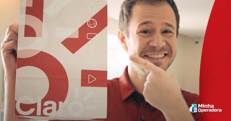 Reprodução YouTube (Comercial da Claro)