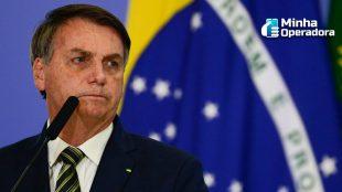 Bolsonaro desmente liberação da Huawei para ter acesso à vacina