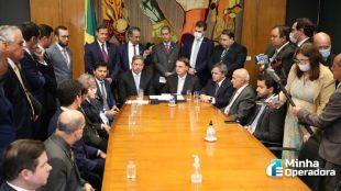 Bolsonaro entrega à Câmara proposta de criação da Anacom