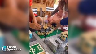 De volta ao Brasil, Fábio Faria monta 'LEGO 5G' com a família
