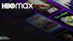 Imagem com capas de produções do HBO Max ao fundo e logotipo do streaming em cima.