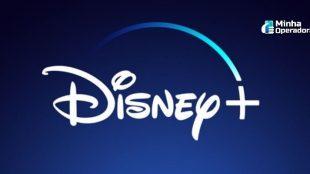 Logomarca do Disney+ em branco com fundo azul.