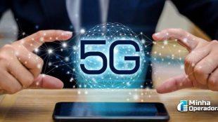 Holograma do 5G saindo de um celular.
