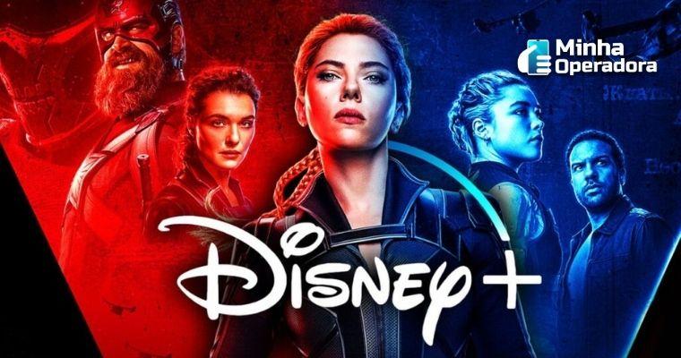 Imagem de divulgação do filme, como o logotipo do Disney+ na parte inferior do centro da imagem.