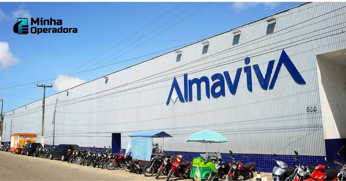 Fachada da Almaviva, com o prédio branco e logotipo azul.