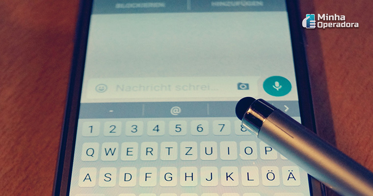 Tela de Smartphone com WhatsApp aberto