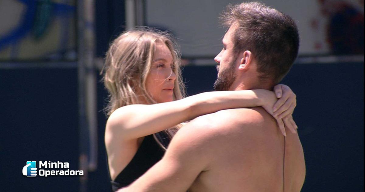Cena do Big Brother Brasil (BBB21), com os participantes Carla Diaz e Arthur.