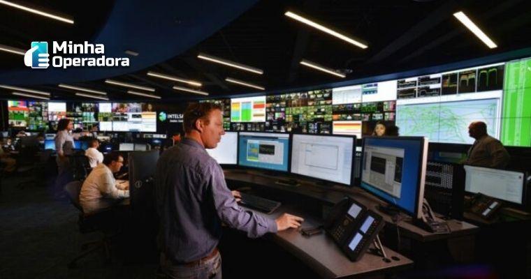 Imagem ilustrativa de um centro de operações da Intelsat.