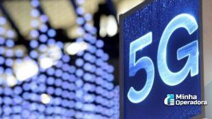 """Imagem de uma tela azul exibindo a inscrição """"5G""""."""