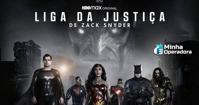 Imagem dos heróis em primeiro plano e atrás o Darkside.