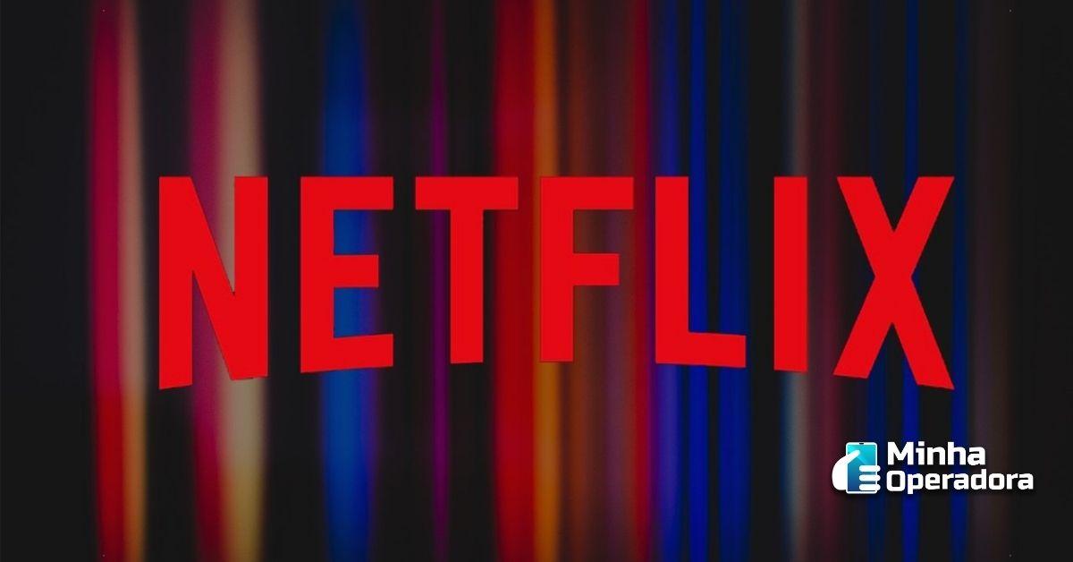 Logomarca da Netflix com diversas faixas de cores atrás.