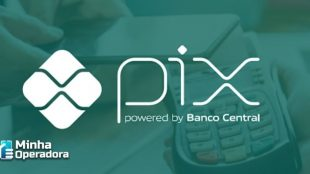 "Logomarca do Pix com fundo verde e o escrito embaixo ""powered by Banco Central"""