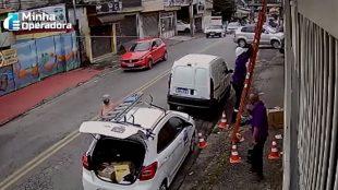 Assaltantes utilizando uniformes da Vivo invadem empresa