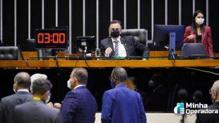 Congresso derruba veto de Bolsonaro e destrava internet em escolas