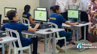 MCom doa computadores usados para escolas e assentamentos rurais