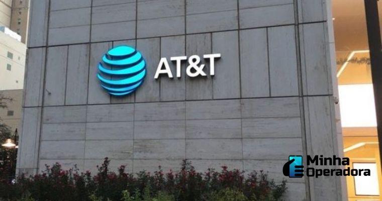 Fachada de prédio com o logotipo da AT&T.