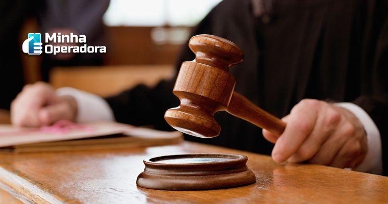 Imagem de um juiz batendo o martelo.