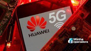 Celular com a logotipo da Huawei e 5G.