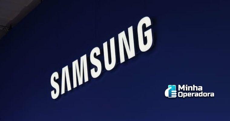 Logotipo da Samsung em branco com o fundo azul.