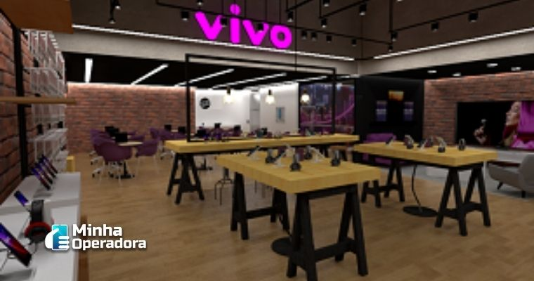 Imagem da loja com mesas, onde podem ser vistos produtos à venda e para degustação.
