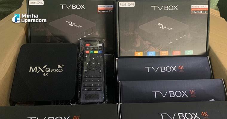 Aparelhos de TV Box com software ilegal.