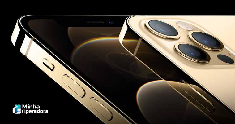 iPhone 12 em divulgação da Apple