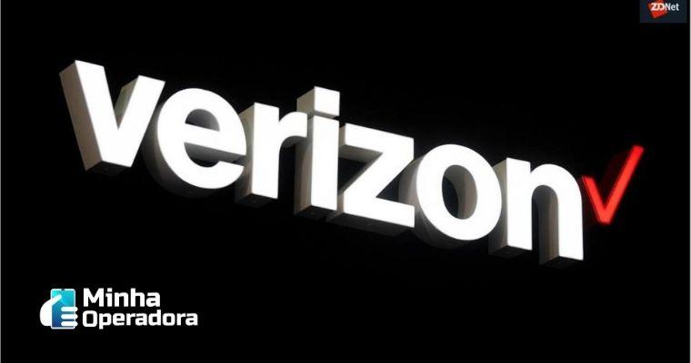 Logotipo da Verizon em branco com o fundo preto.