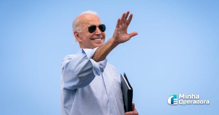 Biden anuncia plano de US$ 100 bilhões para expandir banda larga nos EUA