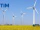 Parque de gerenciadores eólicos com a logomarca da Tim