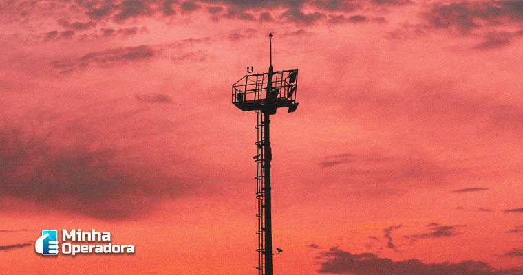Anatel envia carta para cidades pedindo menos burocracia na instalação de torres