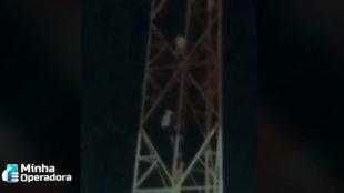 Crianças são flagradas subindo em antena de telefonia